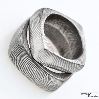 Kovaný prsten damasteel – Kulatý čtvereček (Kovaný prsten damasteel – Kulatý čtvereček)