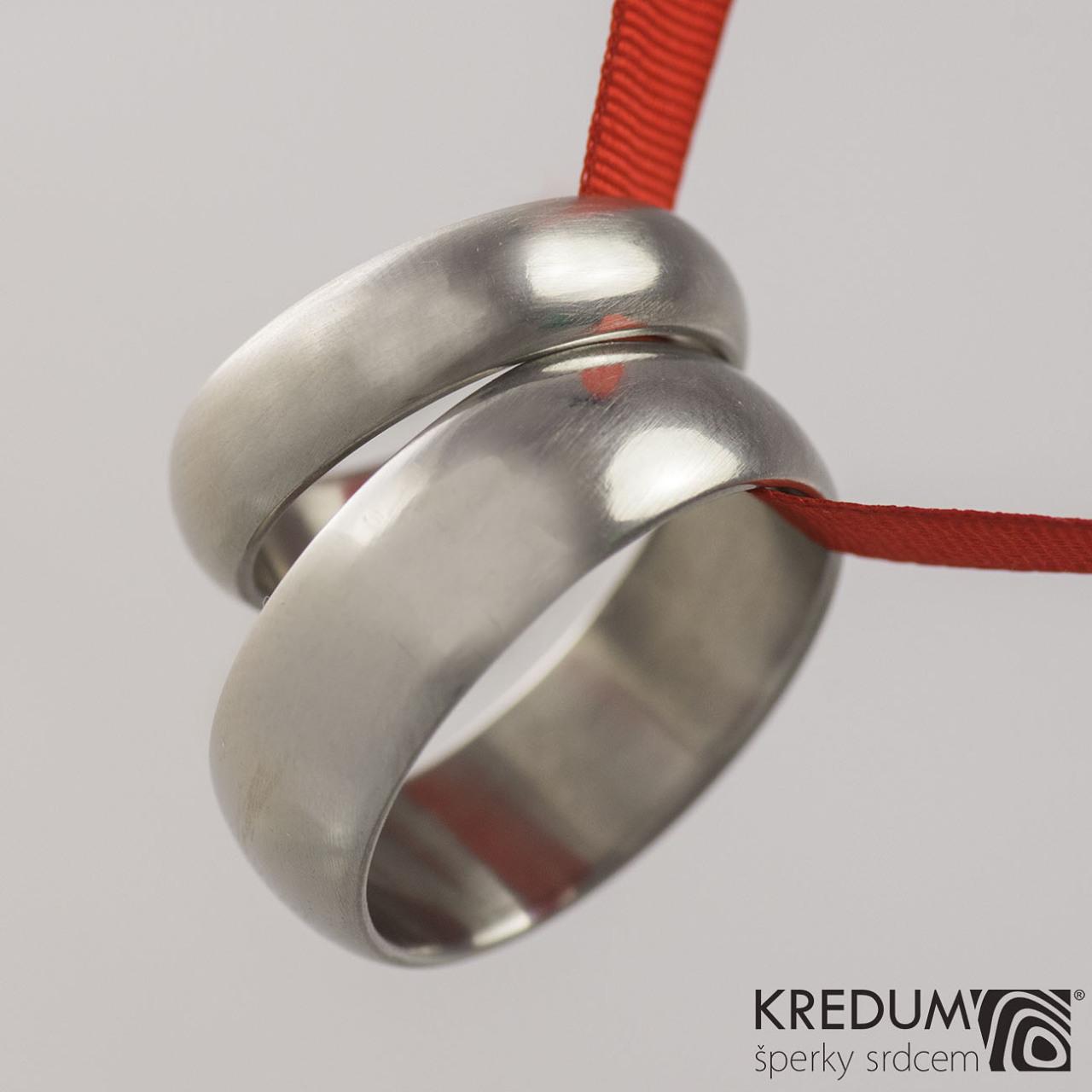 Kované nerezové snubní prsteny – hladké (Kované nerezové snubní prsteny – hladké)