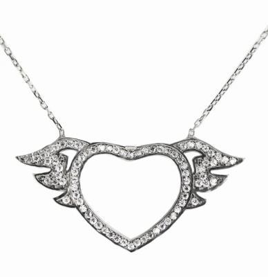 Stříbrný náhrdelník přívěškem ve tvaru srdce s andělskými křídly