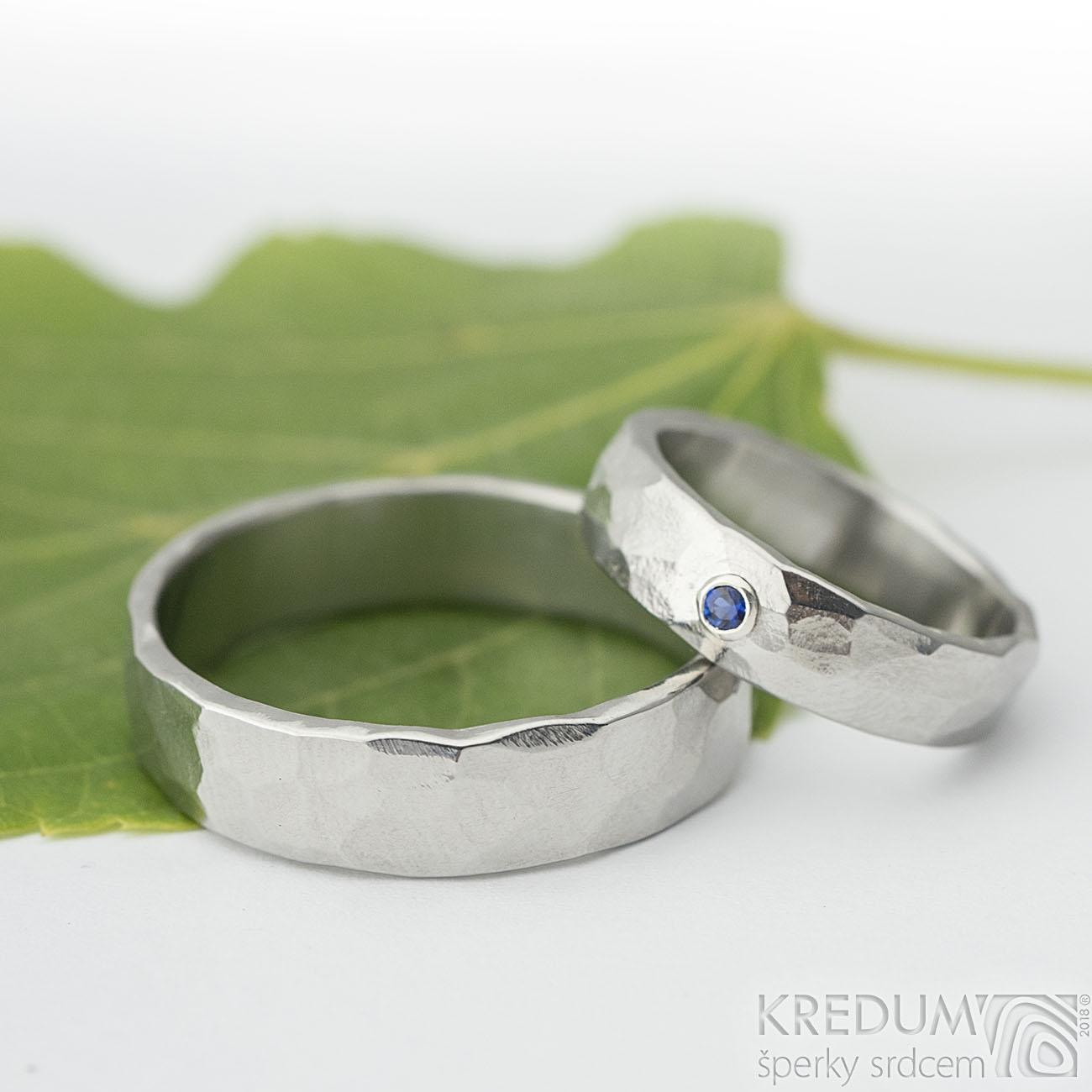 Kované snubní prsteny Draill Safír Lesklý
