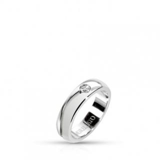 9d42c65e79c Vybírejte z ocelových prstýnků s jemným zdobením. Netypické
